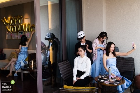 Wedding photo shoot of party getting ready at hotel in Guangdong