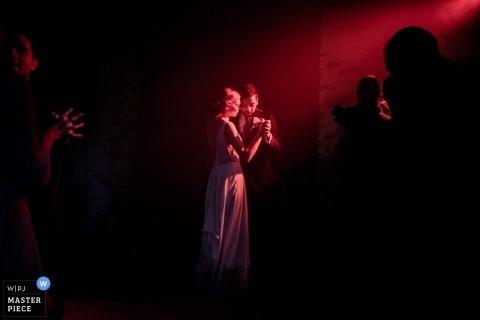 Estelle Offroy, z, jest fotografem ślubnym dla Chateau de la Fresnay, Angers
