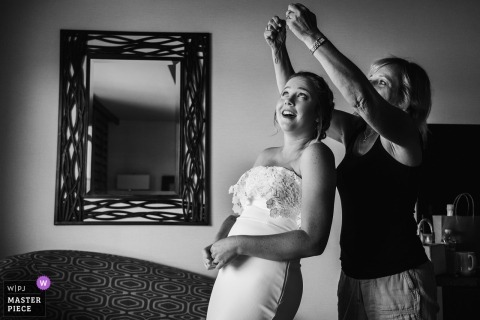 San Diego, Ca wedding photography | Bride getting some help from her mom