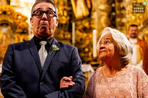 Wedding photo of an older couple arm in arm at the ceremony in Ouro Preto