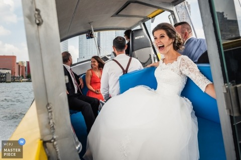 Wedding shoot with Rotterdam couple - Bride boat trip sightseeing