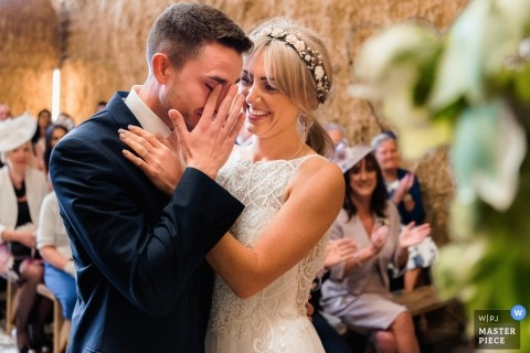 Lancashire Bräutigam schreit während Trauung der Hochzeitszeremonie