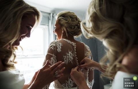 Ślubna sesja zdjęciowa podczas przygotowań w Surrey - przygotowania ślubne