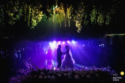 Ciudad Victoria, Mexiko, Hochzeit schießen mit einem Paar an ihrem gut beleuchteten Empfang