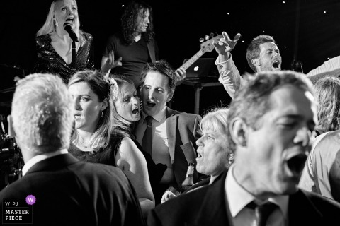 Rotherby, Leicestershire, UK huwelijksreceptie fotografie met live band bij de receptie