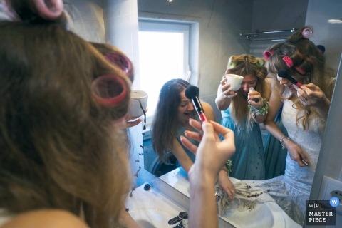 Hochzeitsfotojournalismus in Bronx mit der Braut, die fertig wird