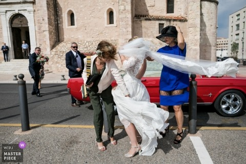 Windy day wedding photography in Marseille, France