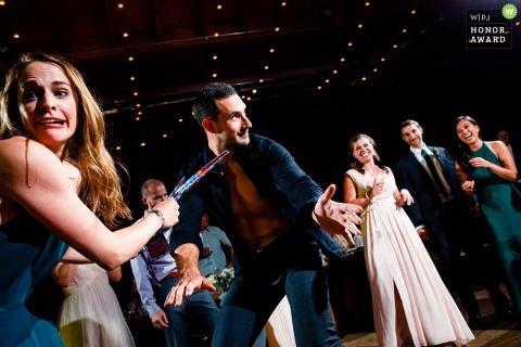 Photo d'invités dansants par un haut Lyons, CO | Descends du pote de la piste de danse!