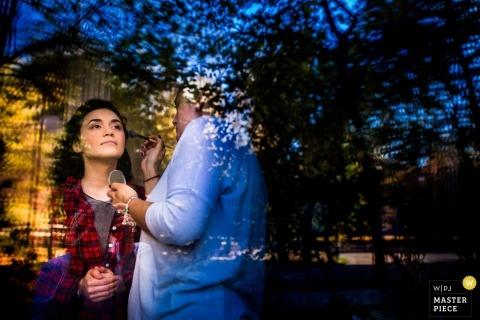 Rumunia przygotowuje się do makijażu dokumentalnej fotografii ślubnej w Bukareszcie