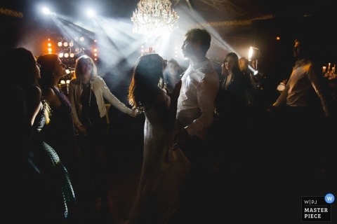 Wedding pictures from a well lit reception dance party by Paris photographer - Île-de-France wedding photography