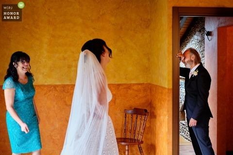 Genua, Italien Hochzeitsfotografie - Vater der Braut auf den ersten Blick emotional