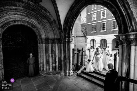 Temple Church, London | The bride and the bridal party make their way