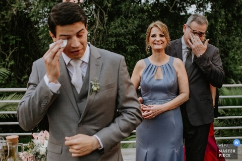 Lajeado - Rio Grande do Sul | Groom and Dad wiping tears