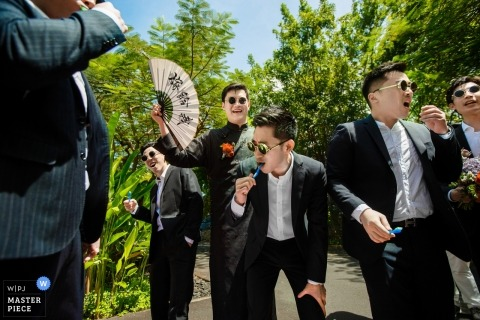 Hangzhou City wedding shoot with the guys having fun