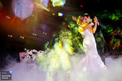 Quintana Roo trouwfoto van bruid en bruidegom die hun eerste dans dansen - Melissa Mercado, van Nizuc