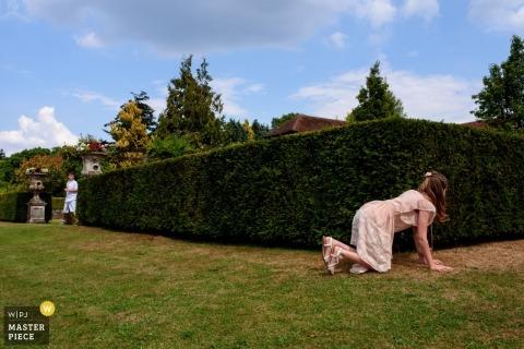 Kinder spielen Verstecken auf einer Hochzeit Kann mich jetzt nicht finden | England London Fotografie