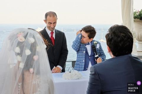 emotionale Hochzeitsrede eines jungen Mannes in Portofino, Italien
