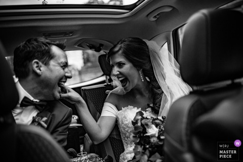 Riom wedding photograph of bride and groom in back of limo | capturing wedding moments in Lyon