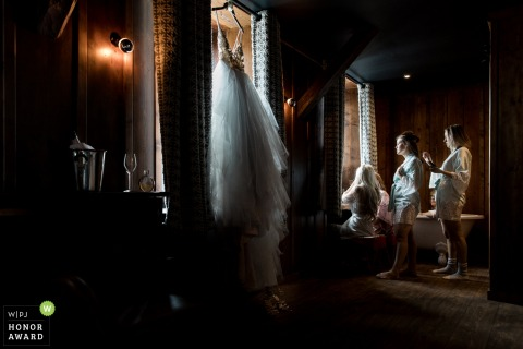 Picture of a bride getting ready by a top Lyon wedding photographer - French wedding photographers