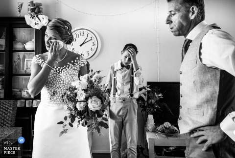 wanneer de emoties erg groot worden vóór de huwelijksceremonie | Huizen - Nederland Fotografen
