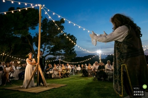 Montpellier, Frankrijk paar tijdens hun outdoor bruiloft - Diner receptie bruiloft fotografie