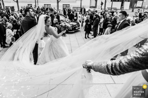 Ceremony veil in the wind | wedding photography in Lyon, France