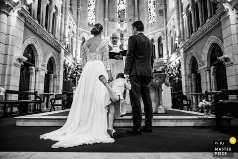 dzieci podczas ceremonii fotografii ślubnej | Biarritz, Francja