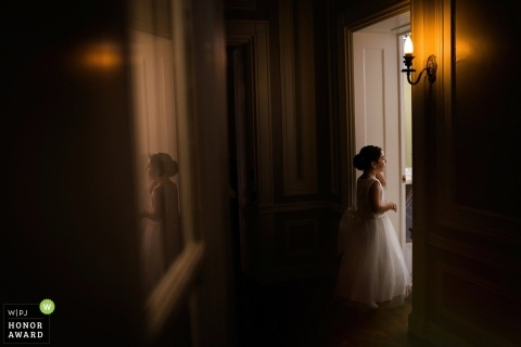 Wedding pictures by Chicago photographer of the Flower Girl