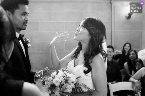 Fotografia ślubna CA w San Jose | Panna młoda stara się nie płakać podczas ceremonii