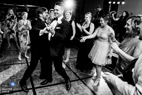 Réception de mariage Dancing Action | Turf Valley Resort, Ellicott City, MD