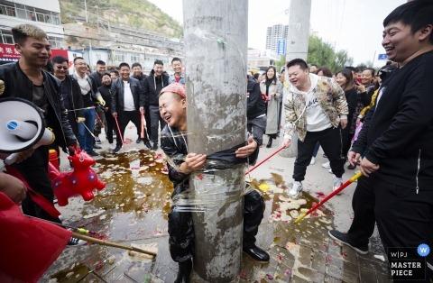 Yulin Shaanxi bruiloft bruidegom heeft slechte keuzes gemaakt voor vrienden en bruidsjonkers voor zijn bruiloft