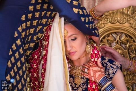 Le Dearborn Inn, Dearborn, MI | préparer la mariée avant la cérémonie
