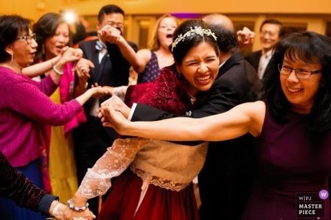 Beeld van bruid tijdens de huwelijksontvangst | top Rhode Island huwelijksfotograaf