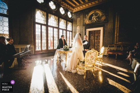 Venice wedding photography in of great light streaming in during the ceremony