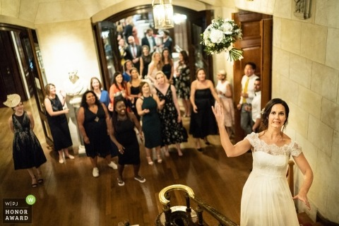 London wedding photo | wedding photography of bride Throwing the Bouquet