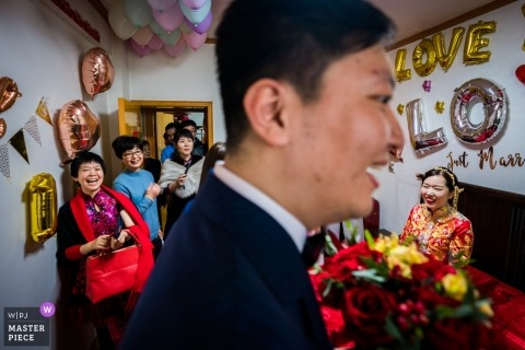 Fujian, China wedding photos of groom picking up bride at home