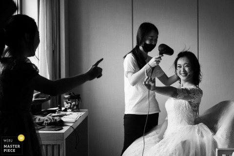 Guangdong, China wedding protography of bride getting ready with friends in black and white