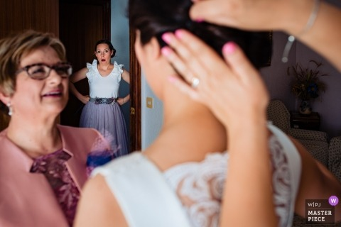 Bride getting ready before Valencia wedding ceremony.