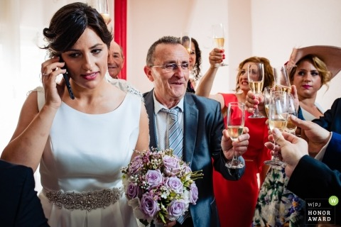 Wedding pictures of bride on the phone during toast by Teruel photographer