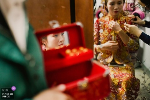 Fujian, China wedding photography of bride getting ready with mirrors