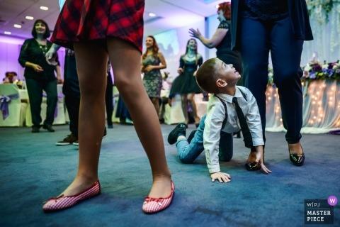 Taniec, dziecko, chłopiec - przyjęcie weselne to gra dla dzieci