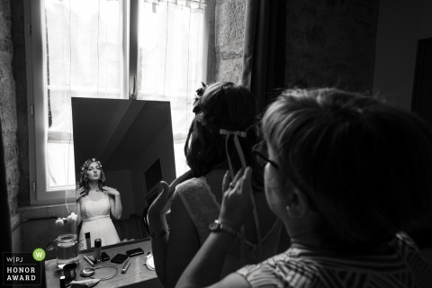 Seine-Saint-Denis wedding photo | wedding photography of bride in mirror before ceremony