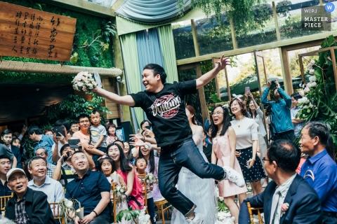 beijing wedding bouquet flower toss - Indulge in a leap