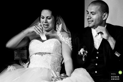 Kasteel Dussen Bruid met tissue - trouwfoto
