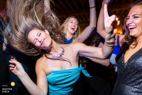 Detroit Athletic Club wedding reception - Sisters getting wild on the dance floor