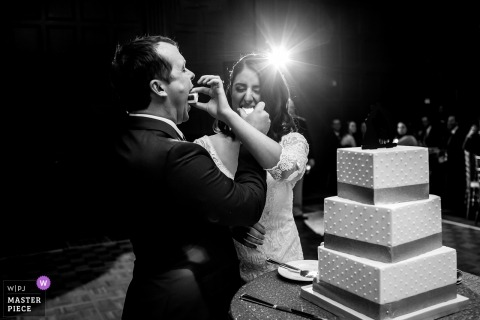 The allegro Hotel chicago - bride and groom cut the cake and feed each other