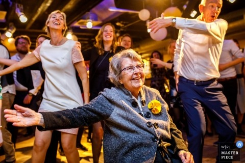 Dance floor wedding photograph from Osnabruck - Grandma on the dancefloor with the party guests