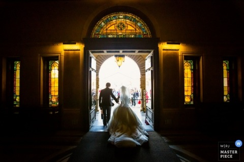 Stanford Memorial Church, Palo Alto wedding Ceremony - Foto della sposa e dello sposo che esce dalla chiesa