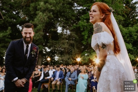 Vinícola Laurentia - Brasil | Picture of the bride and groom laughing during the ceremony