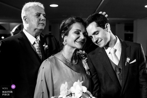 Sociedade Libanesa de Porto Alegre wedding - Mother and father thrilled with son